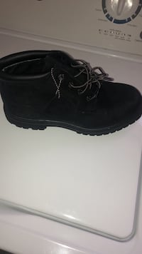 Size 9 in Women's low cut Timberland boots North Las Vegas, 89031
