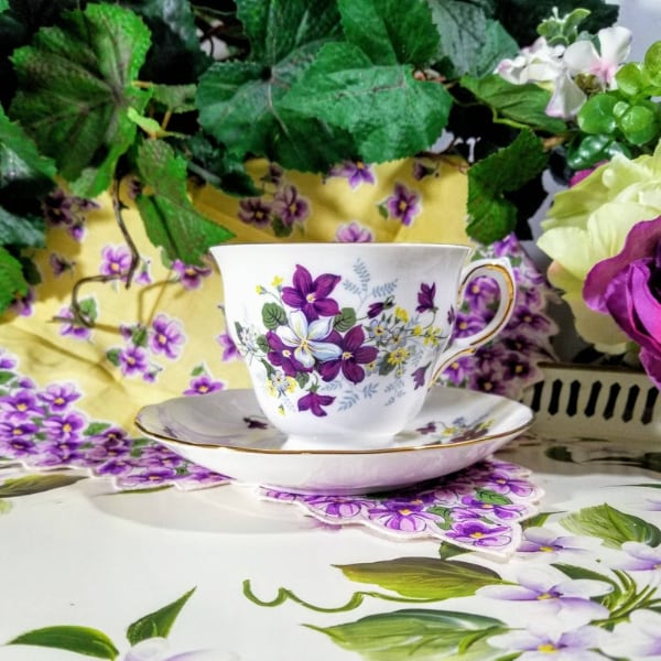 VINTAGE 1960's Royal Vale Fine Bone China Tea Cup & Saucer Set ** Made in England