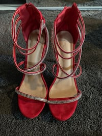RED HIGH HEELS SIZE 10 Chicago, 60634