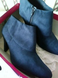 pair of blue suede side zip boots Middle River, 21220