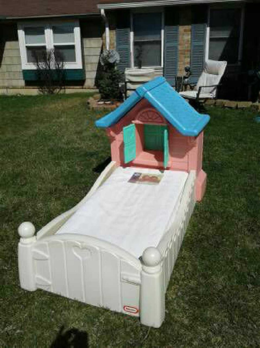 Used little tikes cozy cottage toddler bed in dayton for Cozy cottage toddler bed