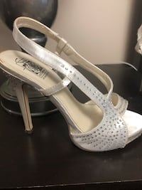 Size 6 special occasion heels Brampton, L6W 4P3