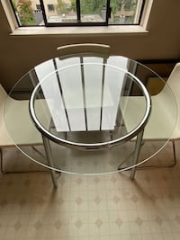 Round glass dining table Vancouver, V6E 2B7