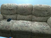 gray and white floral 3-seat sofa Hagerstown, 21740