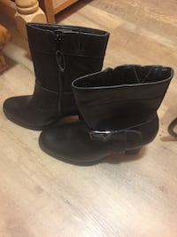 Brand New w/tags ladies Denver Hayes Boots. Size 9 Burnaby, V5E