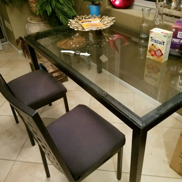Black glass kitchen table w/2 chairs included