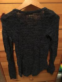 Knit long sleeve hollister shirt  3746 km