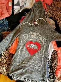 gray and red printed pullover hoodie Wichita, 67218