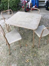 Table and chairs foldup only 35 Firm  Glen Burnie, 21061