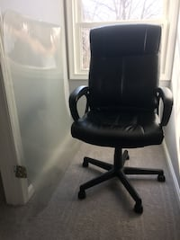 Nice black leather chair for $20 Silver Spring, 20901