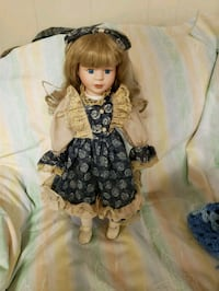 Porcelain doll withstand Hagerstown, 21740