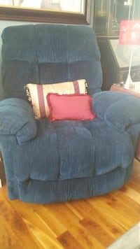 Reclining/Rocking Arm Chair Calgary, T3E 4X4