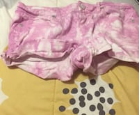 girl's pink and white short shorts