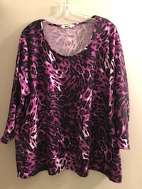 Plus size 2X purple/print, top with 3/4 length sleeves.