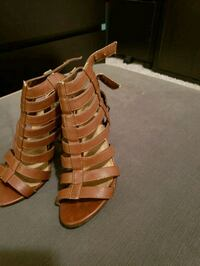 pair of brown leather open-toe heeled sandals Brandon, 33511