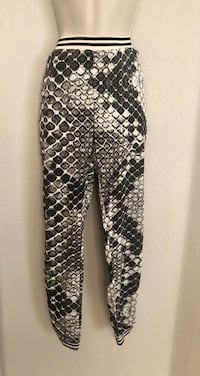 Like new Noisy May Lightweight Joggers with side pockets. Las Vegas, 89135