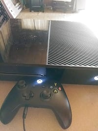 black Xbox One console with controller Evansville, 47712