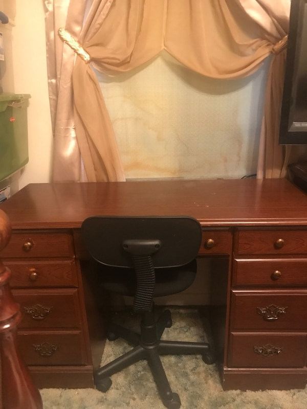 Astonishing Desk With 2 Huge Drawers On Each Side A Draw In The Middle Great Conditional With Chair 3 Feet 47 Inches Wide 2 Feet 30 Inches Long Machost Co Dining Chair Design Ideas Machostcouk