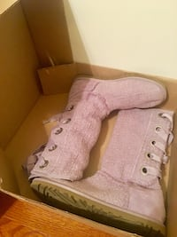UGG BOOTS(Never Worn) Nashville, 37013