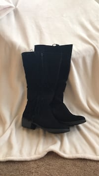 Pair of black suede knee-high boots Lower Pottsgrove, 19464