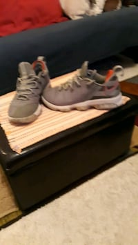 Lebrons Nike shoes size 9.5 mens