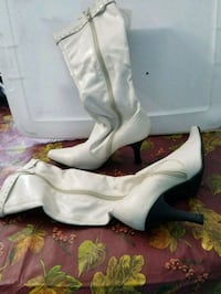 pair of white leather heeled shoes Falling Waters, 25419