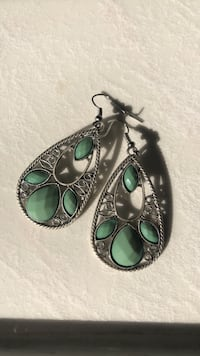 silver-colored and green gemstone earrings 533 km