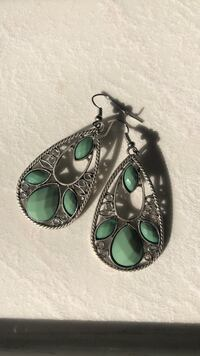 silver-colored and green gemstone earrings Cambridge, N1S 4Z3