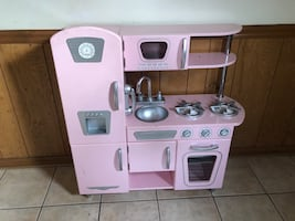 Kid Kraft Pink Play kitchen