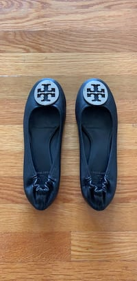 76378af56bb4 Tory Burch black ballet flats with silver logo San Francisco