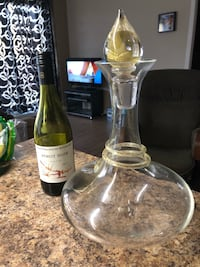 clear glass decanter 993 km