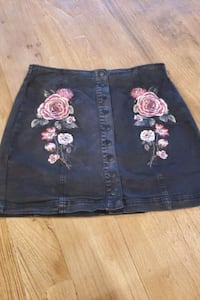 Cute mini skirt with roses Dumfries, 22026