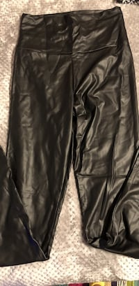 Faux leather stretchy leggings Richmond Hill, 31324