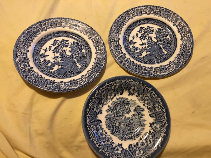 Dishes, and plates 646e7a4d-9dfb-4c98-8702-6fc8c7279b36