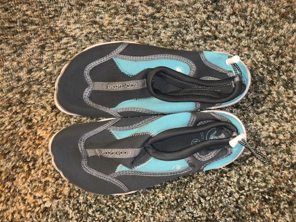 Water shoes size 10 8ee47854-6a79-4642-82c1-b35698fda314