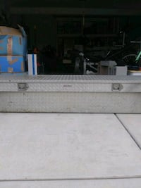 Diamond plate tool box for full size truck