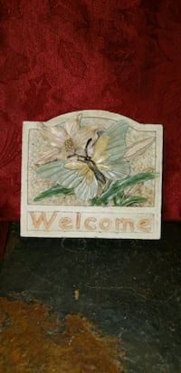 Plaster welcome sign approx: 5X5 1/2
