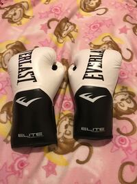 white-and-black Everlast Elite boxing gloves Sedro-Woolley, 98284