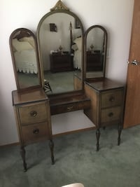 Antique vanity with 3 way mirror. 4 drawers and on rollers. Streetsboro, 44241