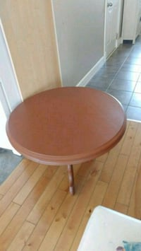 Round solid wood Table Kitchener, N2A 4C9