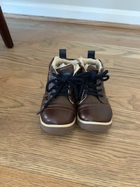 Size 7 toddler shoes 61 km