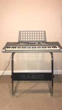 Barely used gray electronic keyboard w/ stand Sunbury, 43074