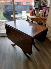 Duncan Phyfe style dining table Mississauga, L5J 1R3
