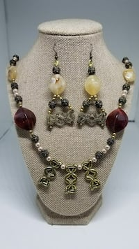 Tan and Pearl Necklace Set