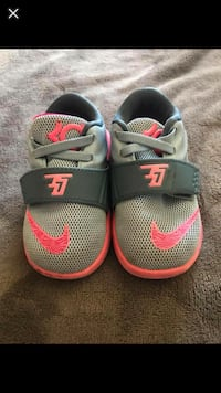 pair of gray-and-red Nike sandals 2257 mi
