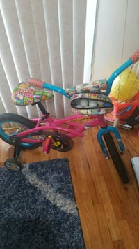 Hello kitty kids bike with training wheels Bronx, 10469
