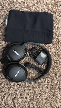 Black Bose Bluetooth headphones with case Speedway, 46224