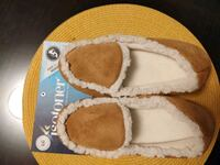 NEW (NWT) Isotoner slippers Chevy Chase, 20815