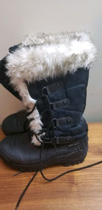 Great wolf boots size 4