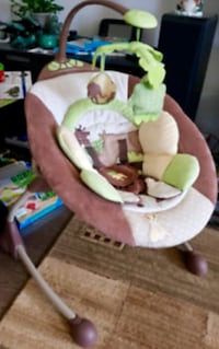 Baby swing like new in excellent condition has Vibration mode, and music Montréal, H4W 1Z7